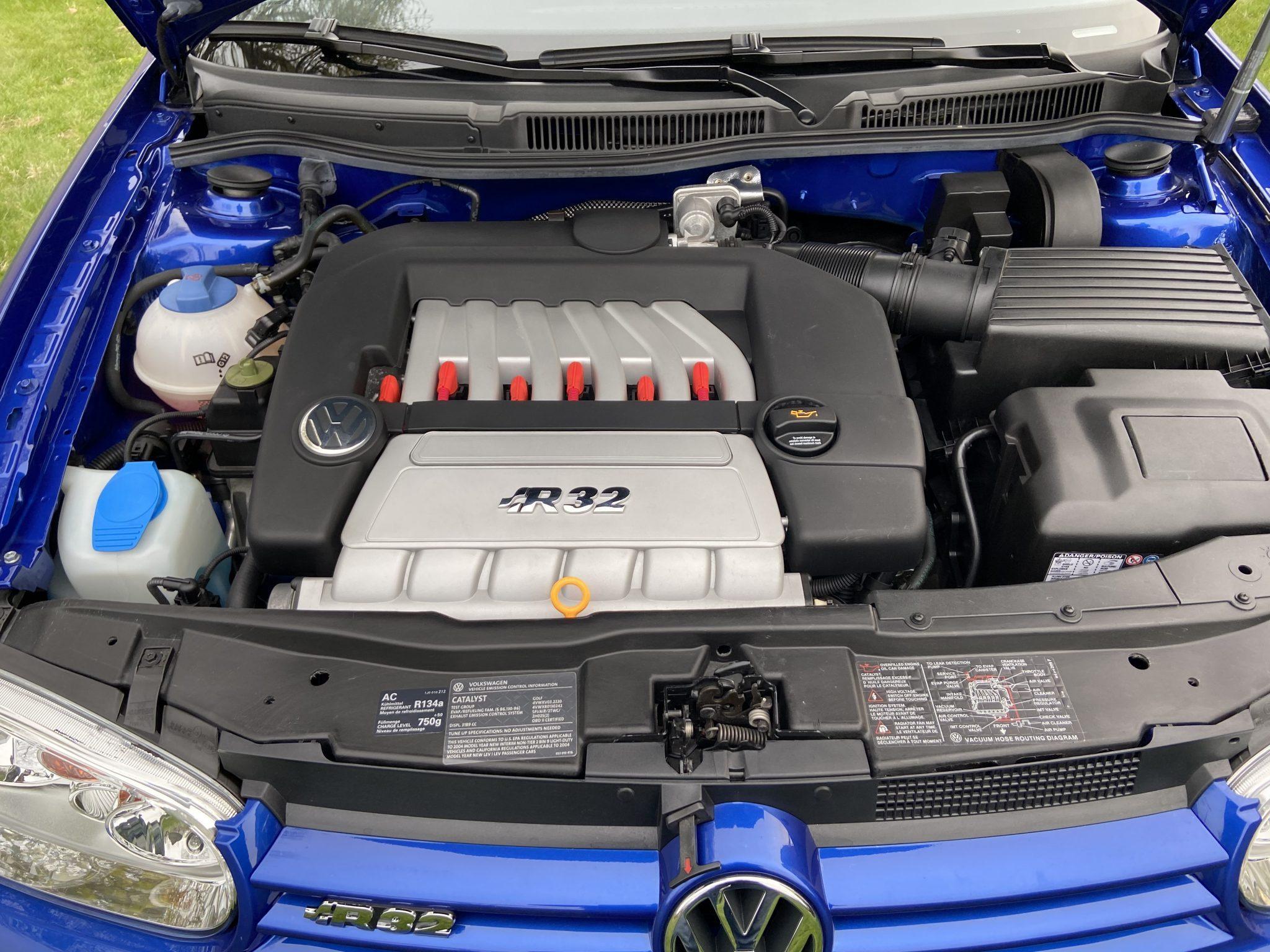 The ECS MK7/8V 1 8T/2 0T Kohlefaser Luft-Technik Intake