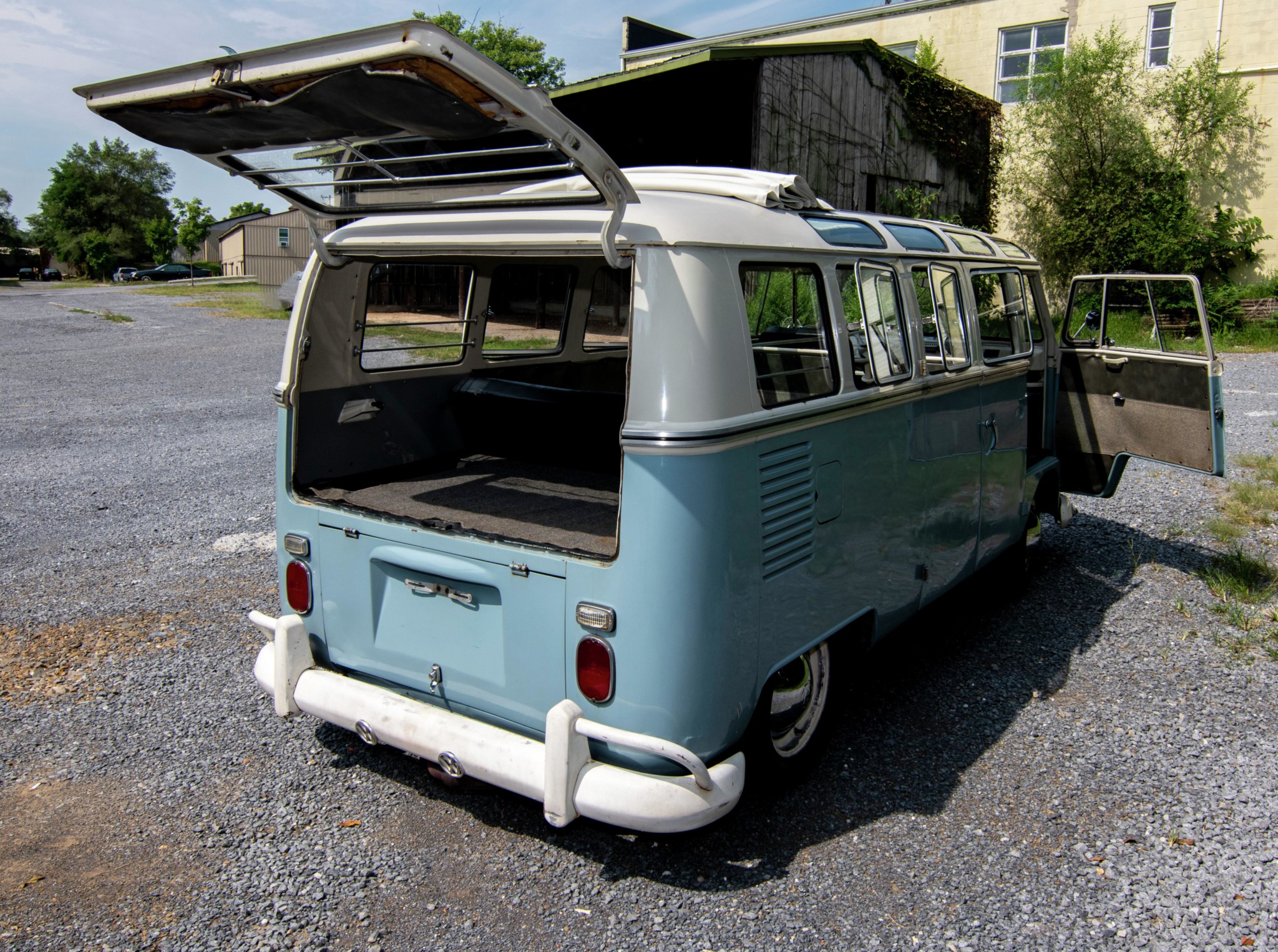 1967_volkswagen_bus_156556138291b6bceceffc6298Bus-Full-View-15-Dark