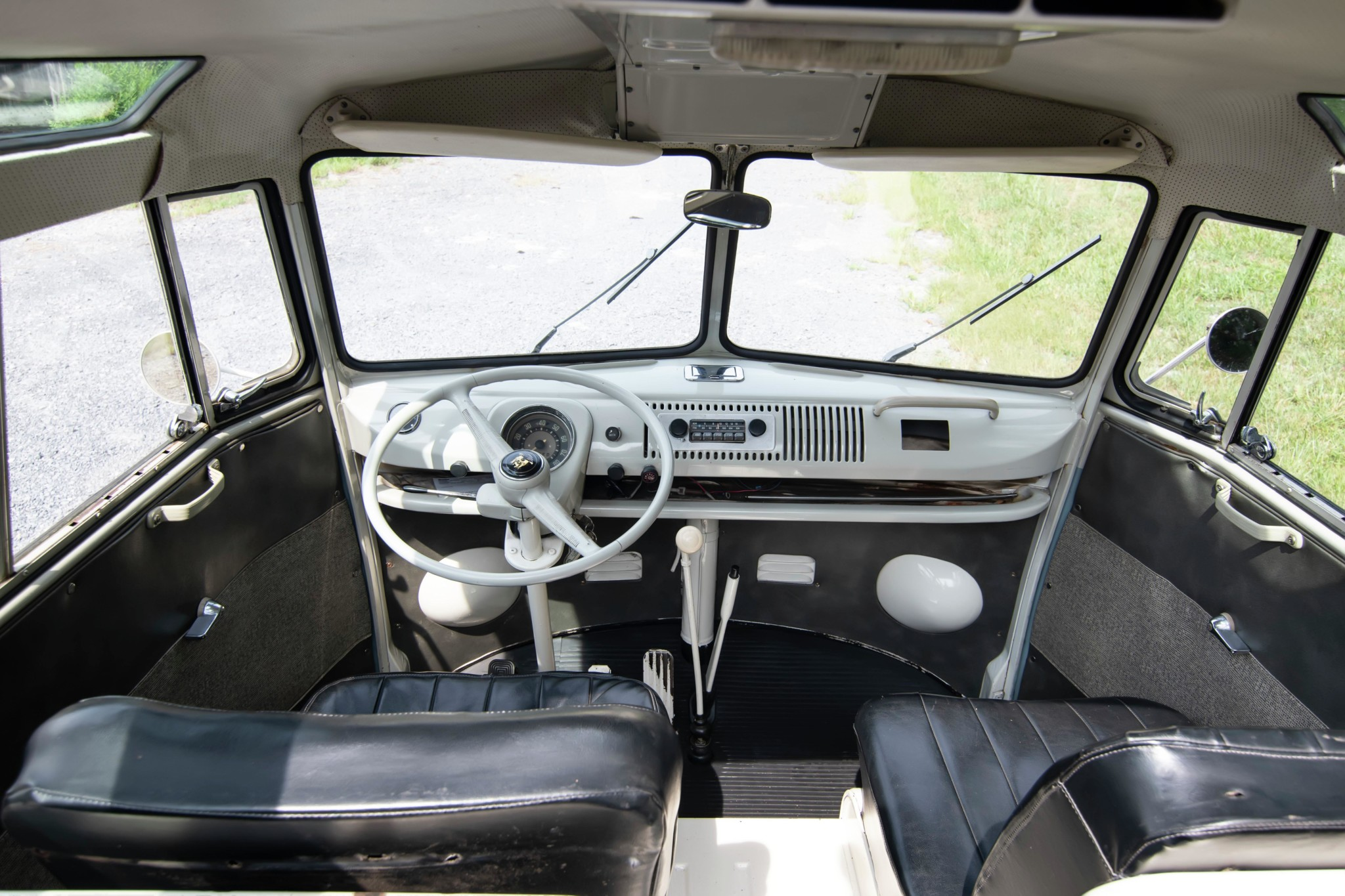 1967_volkswagen_bus_1565561613b6bceceffc6298c0e2Bus-Inside-Looking-Out-Front-2