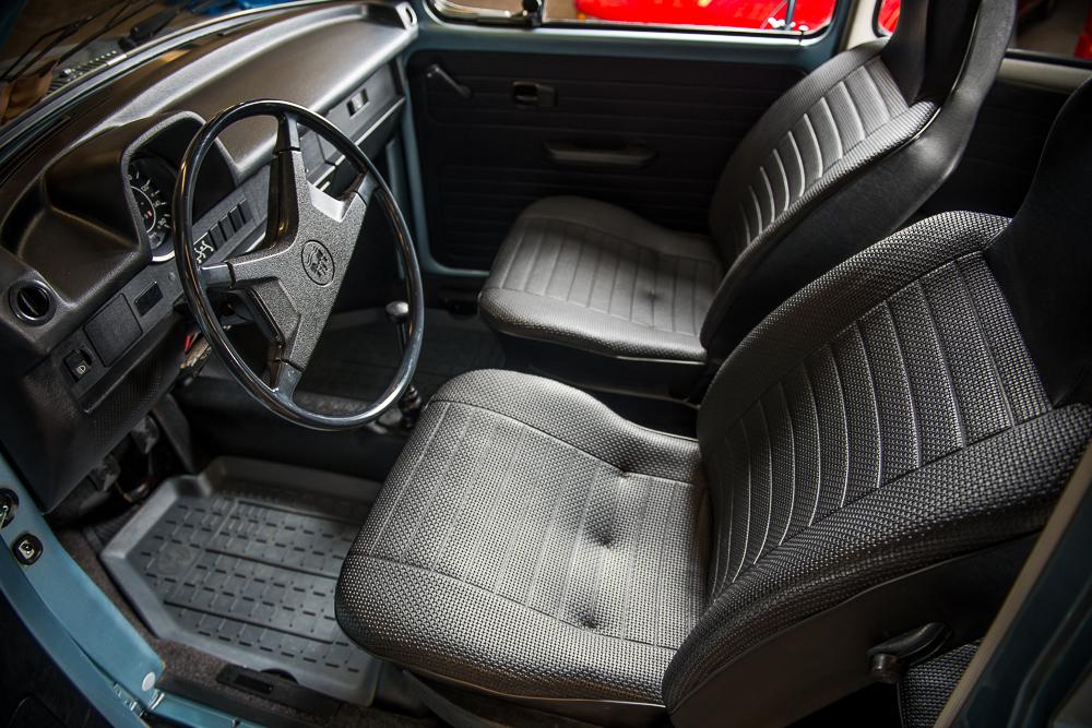 1974 Volkswagen Beetle interior HR