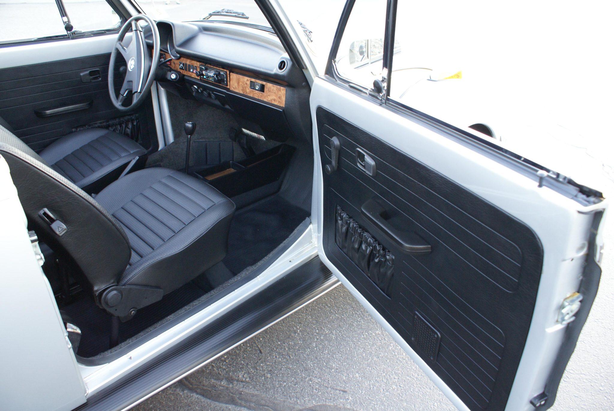 1979_volkswagen_super_beetle_cabriolet_15870721286f5ff3ef5edb259772020-04-08-19.23.03-scaled