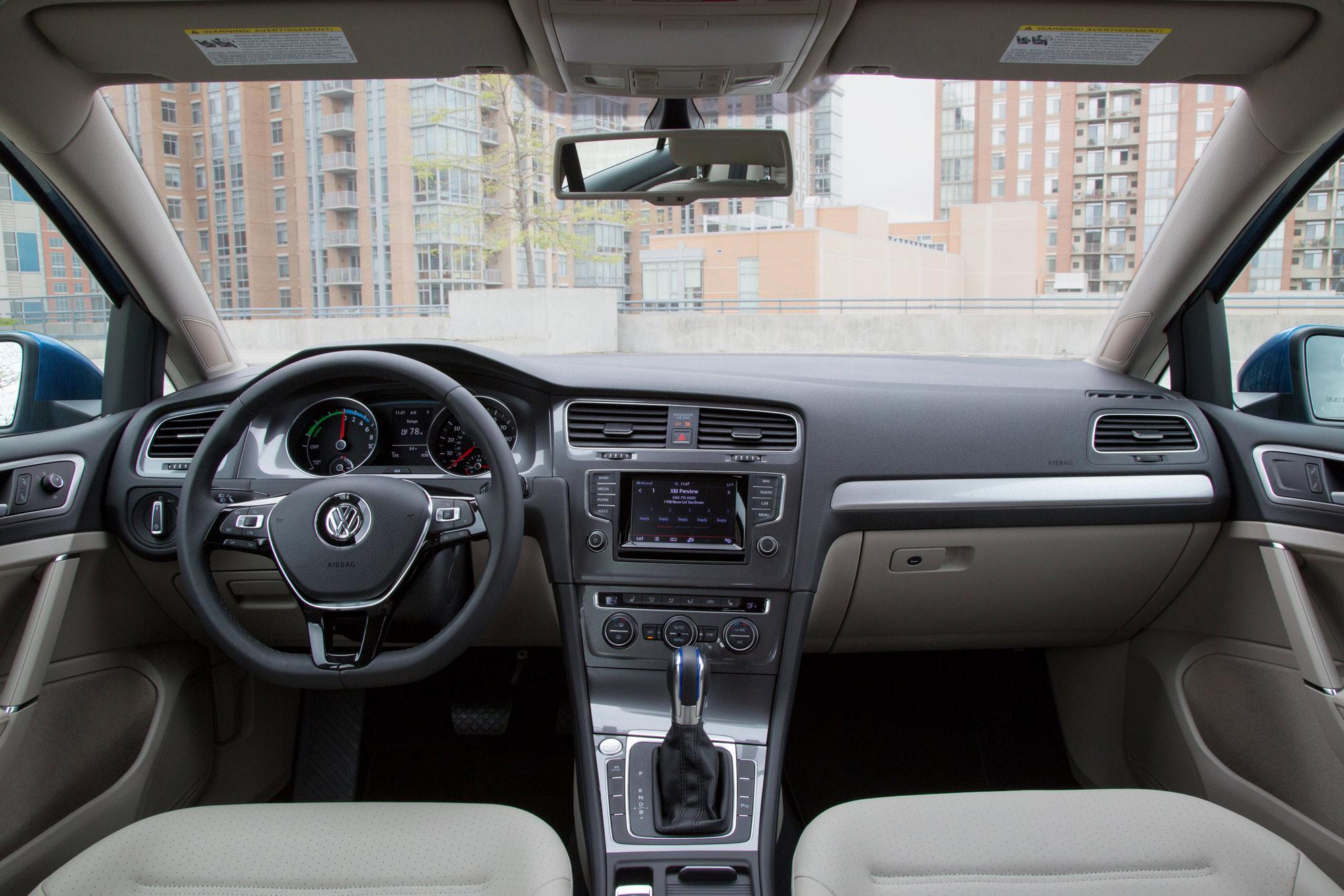 2015-e-Golf-Interior-2