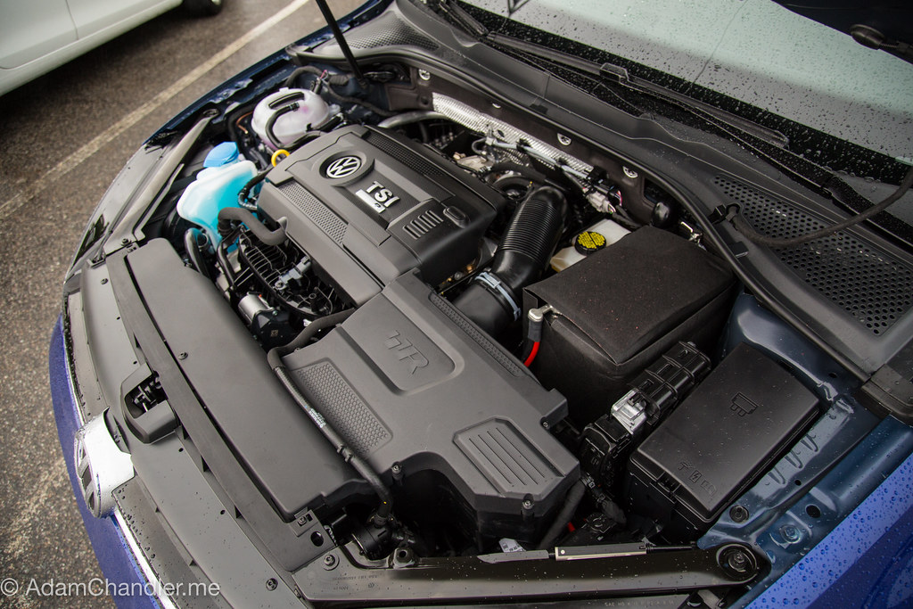 Volkswagen 2016 (MK7) Golf R (Lapiz Blue) DCC + NAV