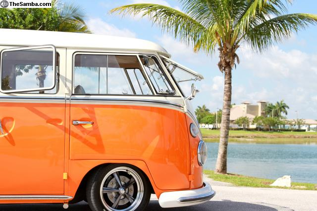 VW-Bus-Samba-FOTD
