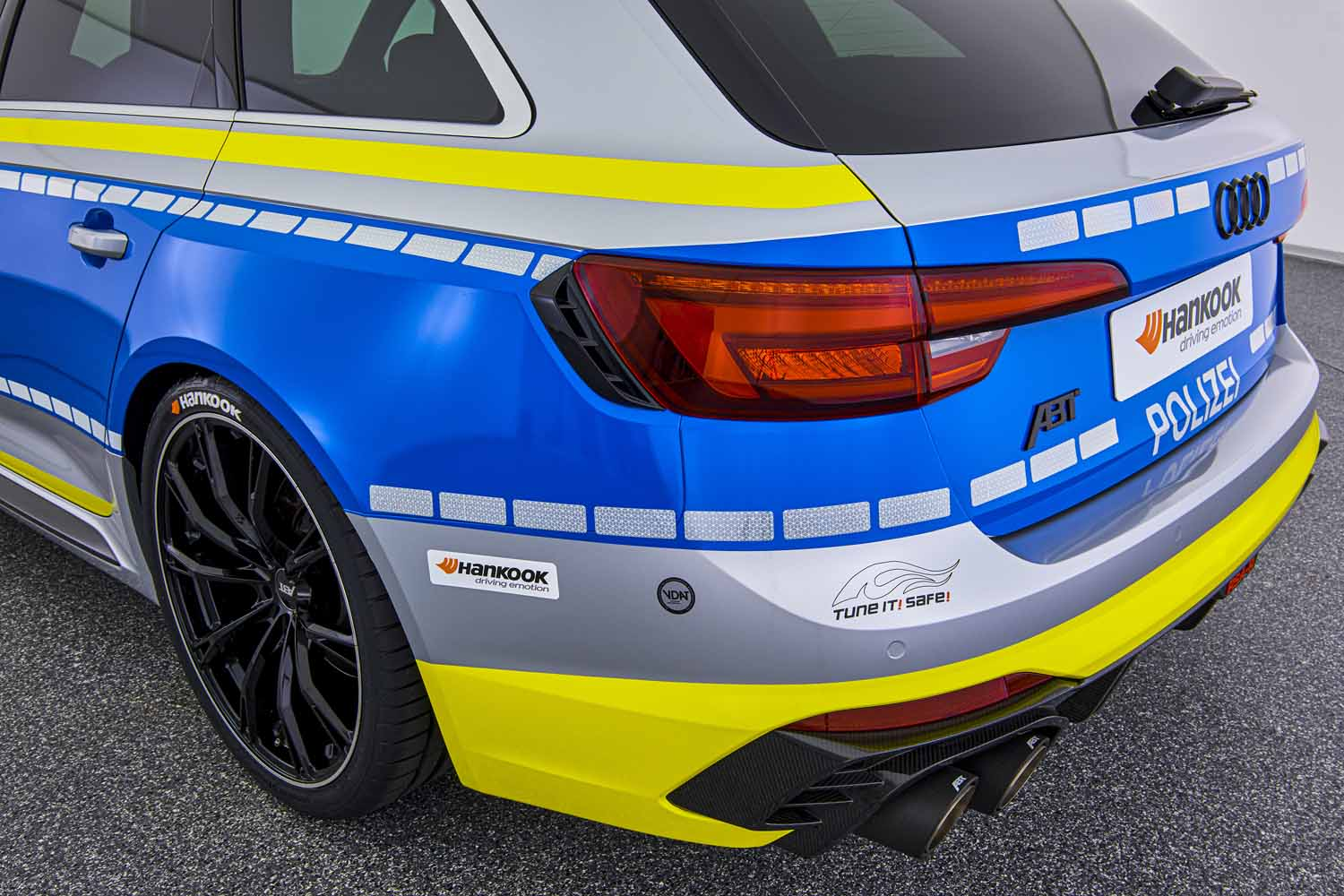 ABT_RS4-R_police_Tune_it_Safe_17