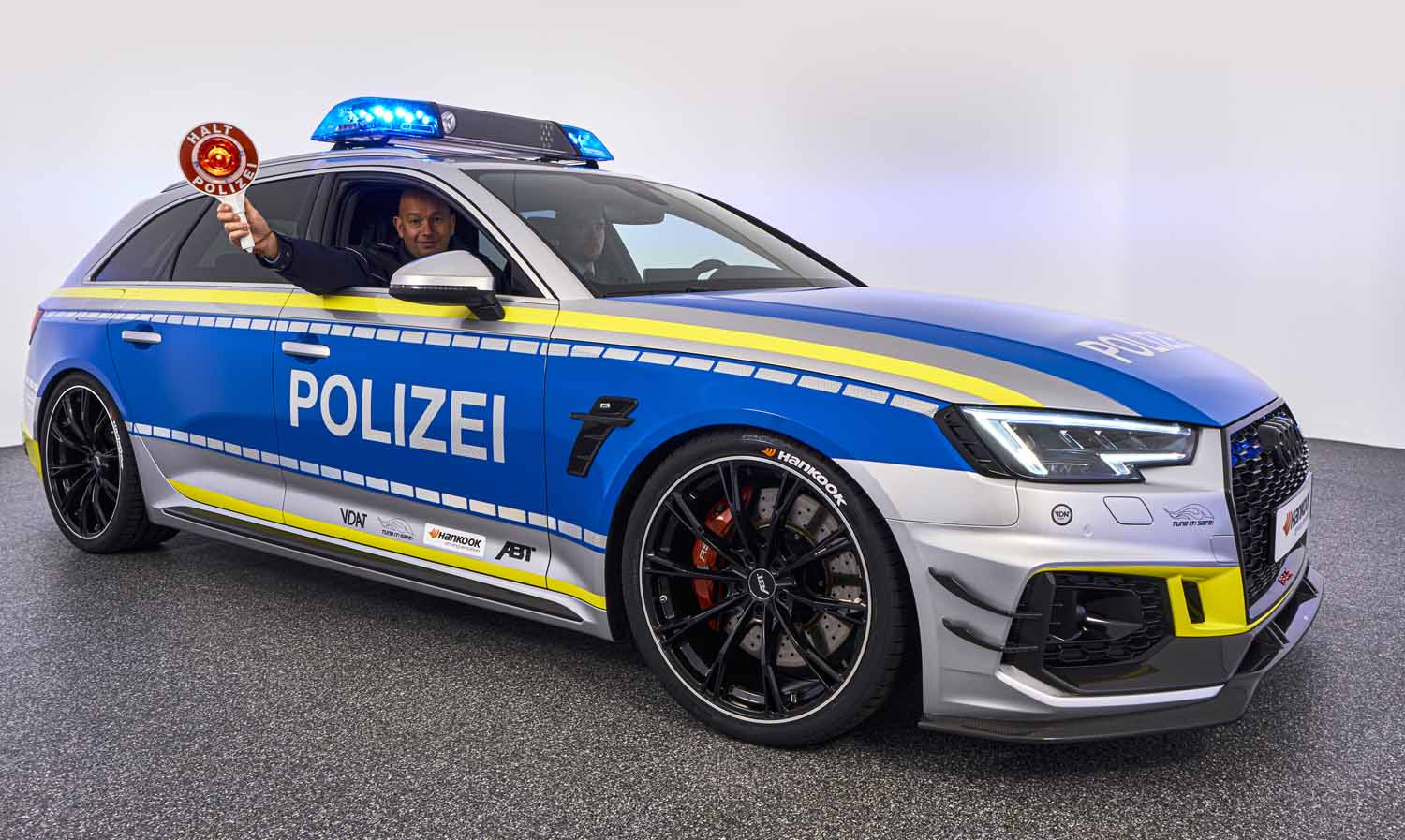 ABT_RS4-R_police_Tune_it_Safe_18