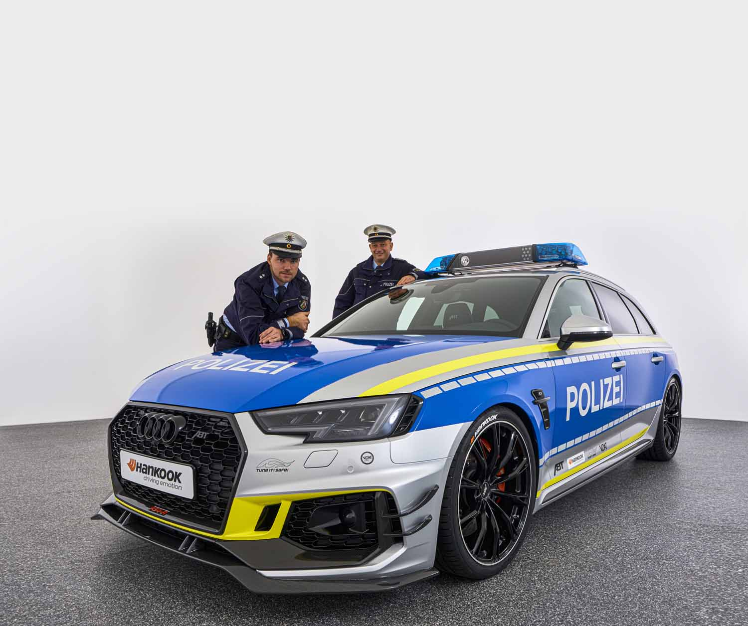 ABT_RS4-R_police_Tune_it_Safe_19