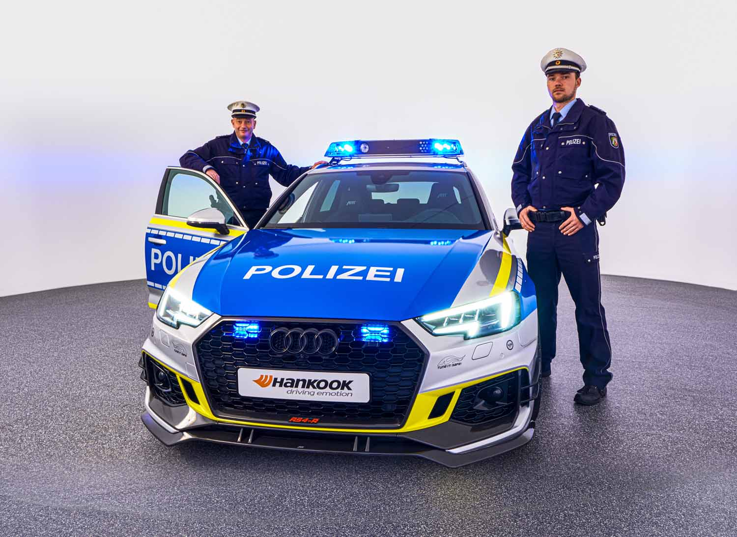 ABT_RS4-R_police_Tune_it_Safe_20