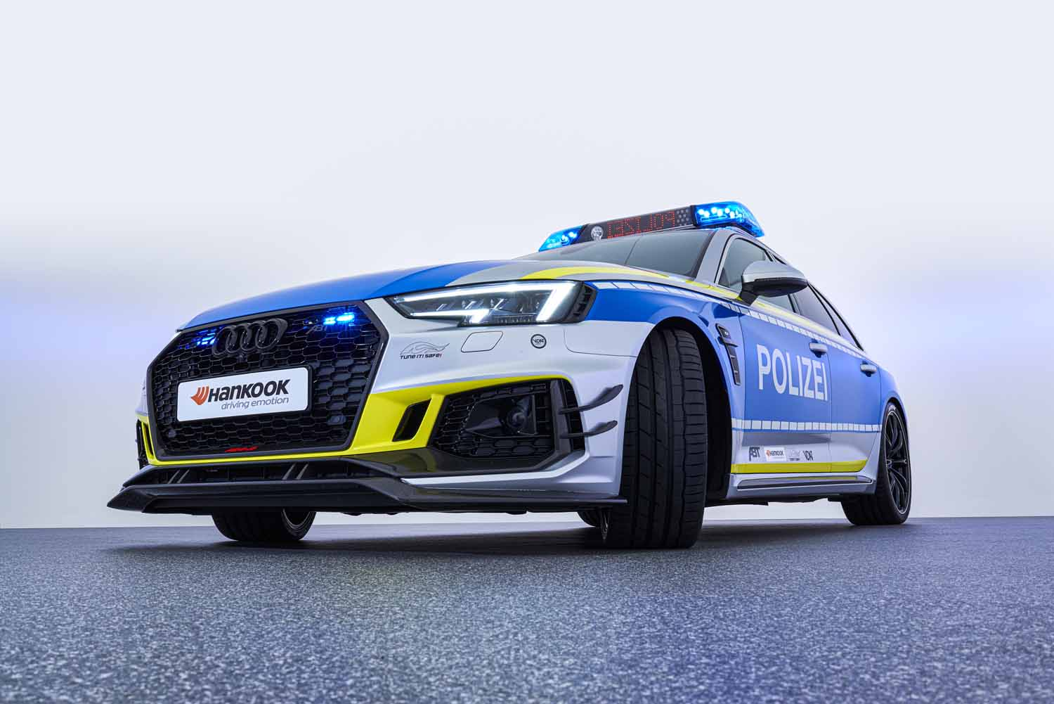 ABT_RS4-R_police_Tune_it_Safe_21