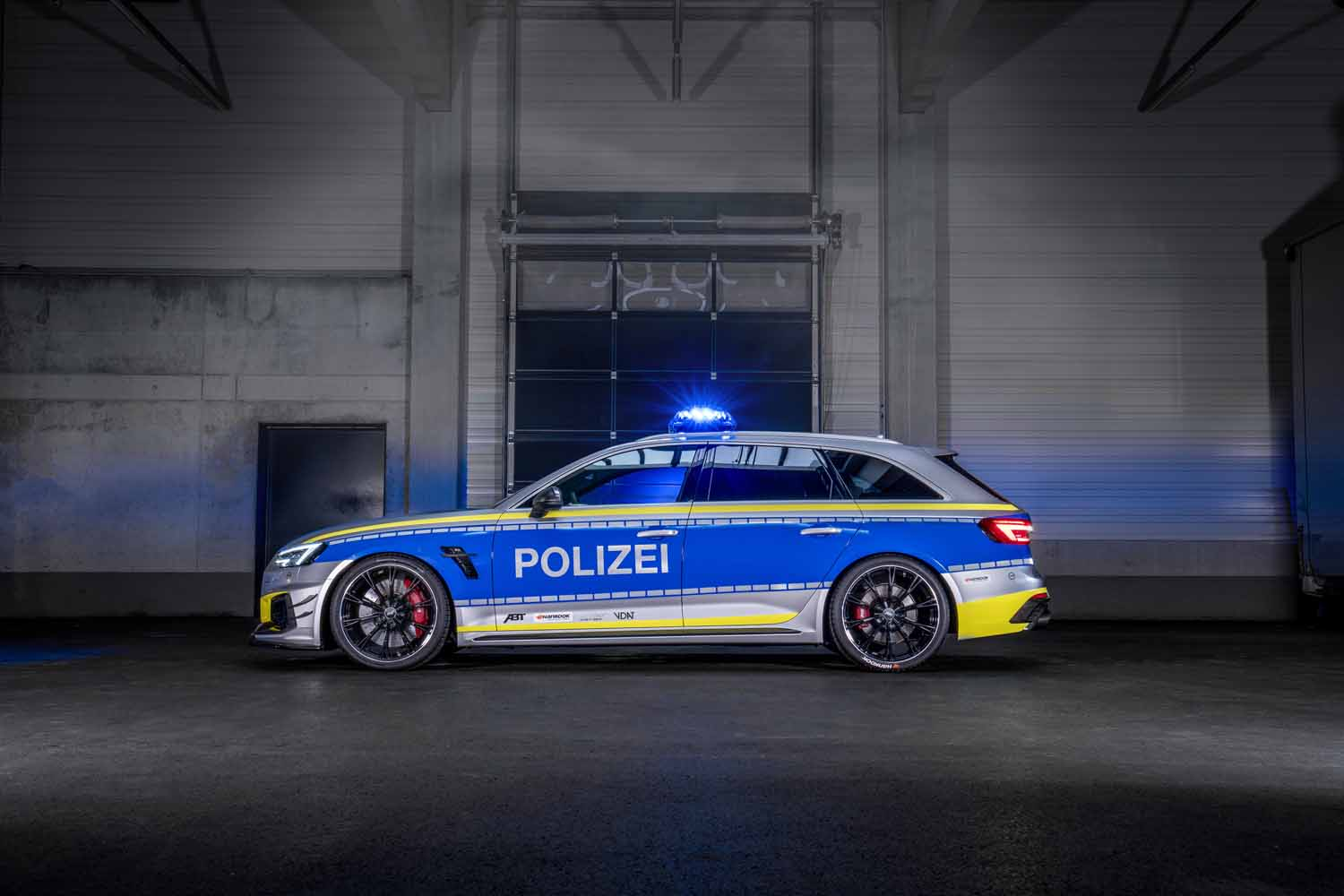 ABT_RS4-R_police_Tune_it_Safe_8