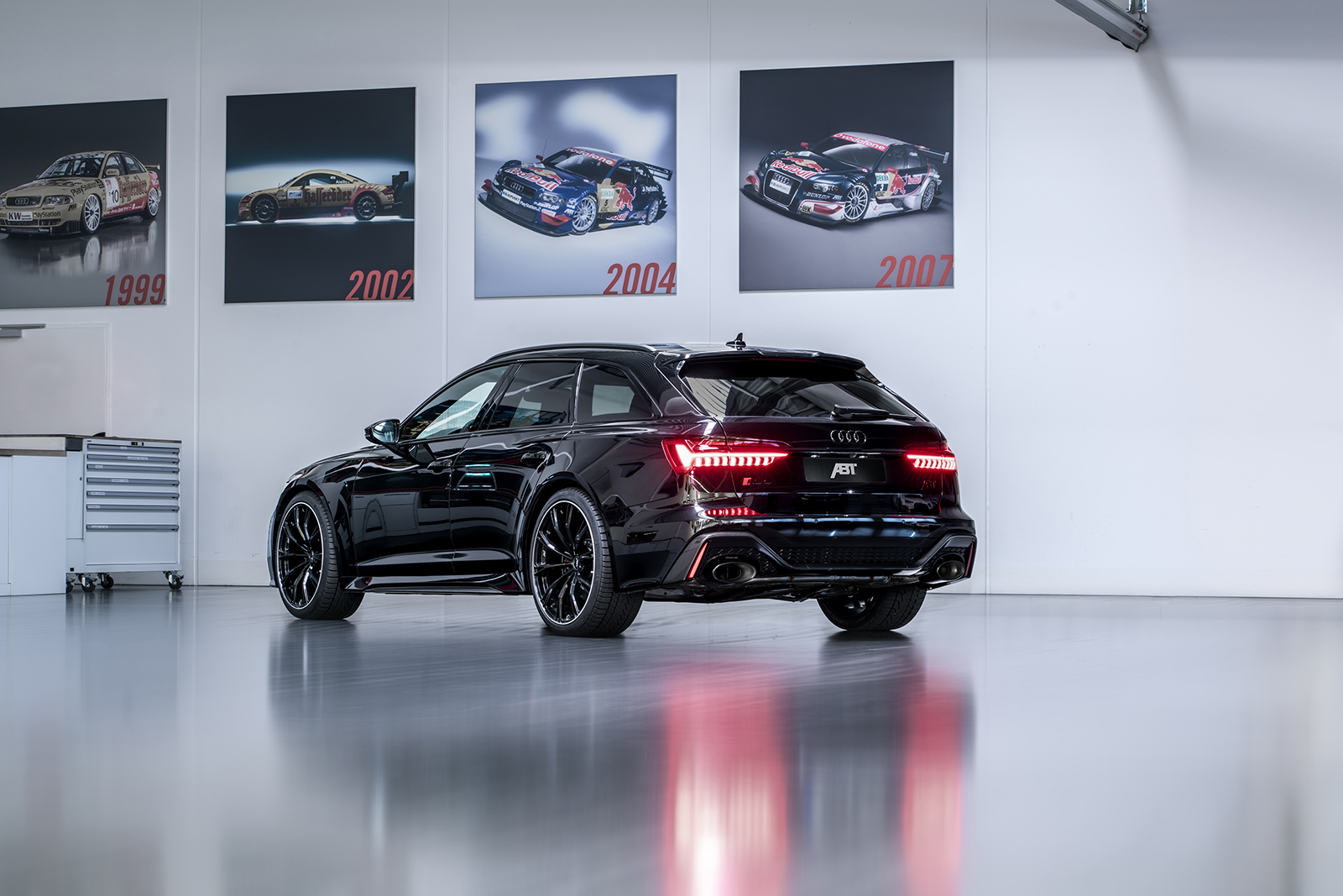 ABT_RS6_depot_rear_diagonally