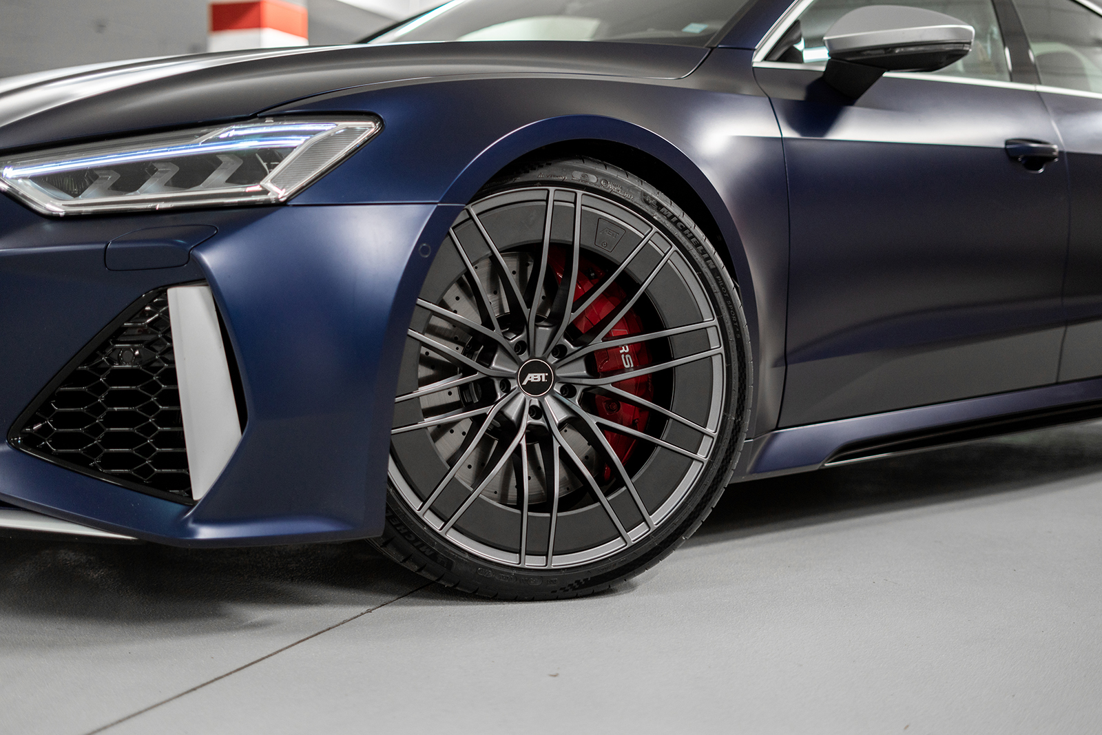 ABT_RS7_blue_front_diagonally_depot_HR_aero_wheel