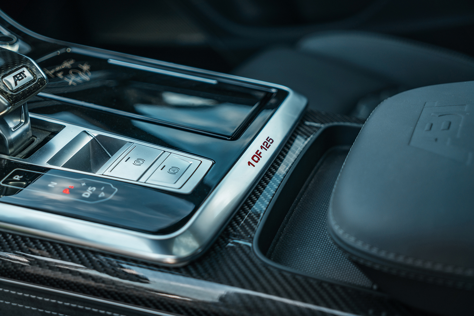 ABT_RSQ8-R_green_center_console