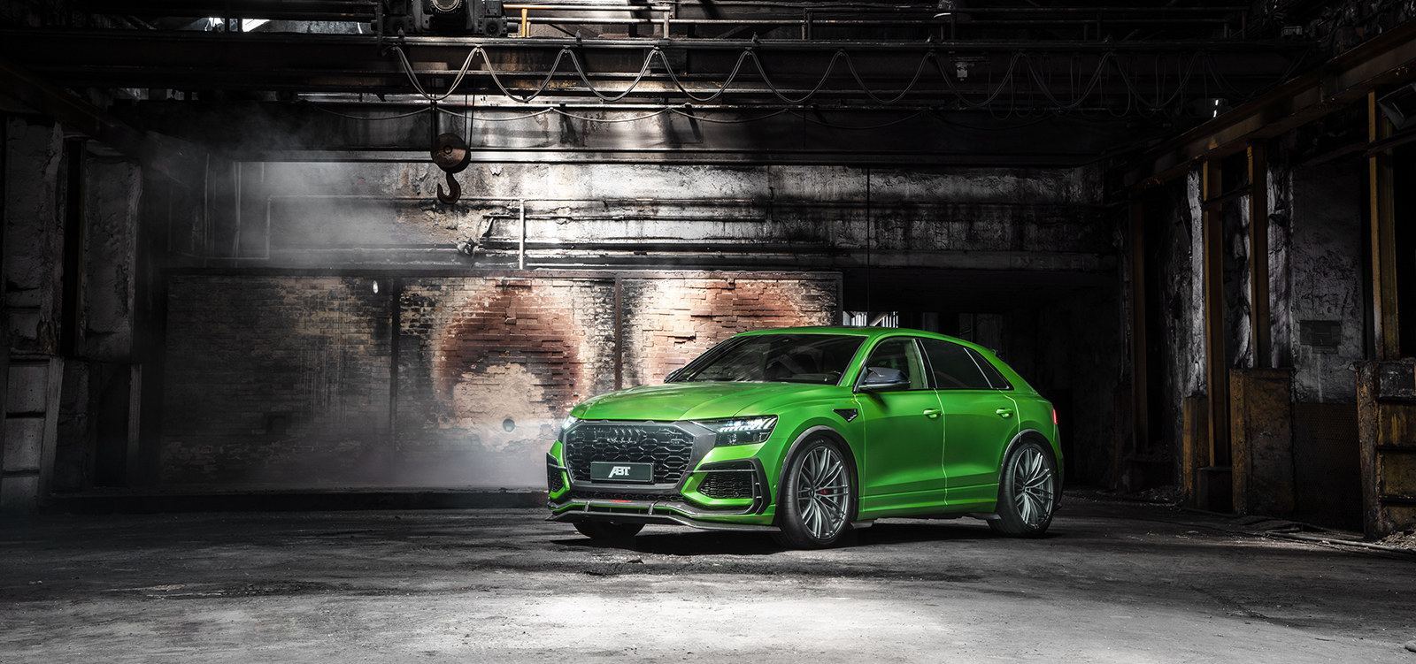ABT_RSQ8-R_green_HR23_building_front_diagonally
