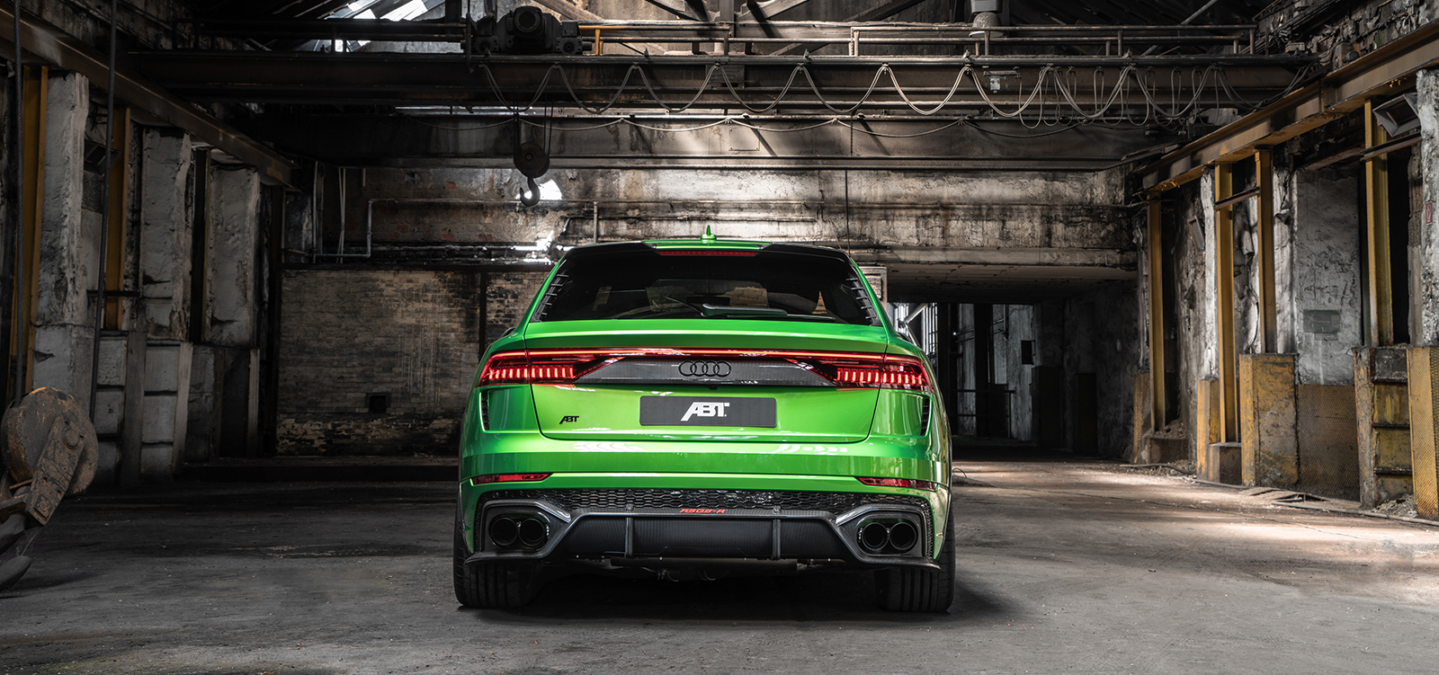 ABT_RSQ8-R_green_HR23_building_rear