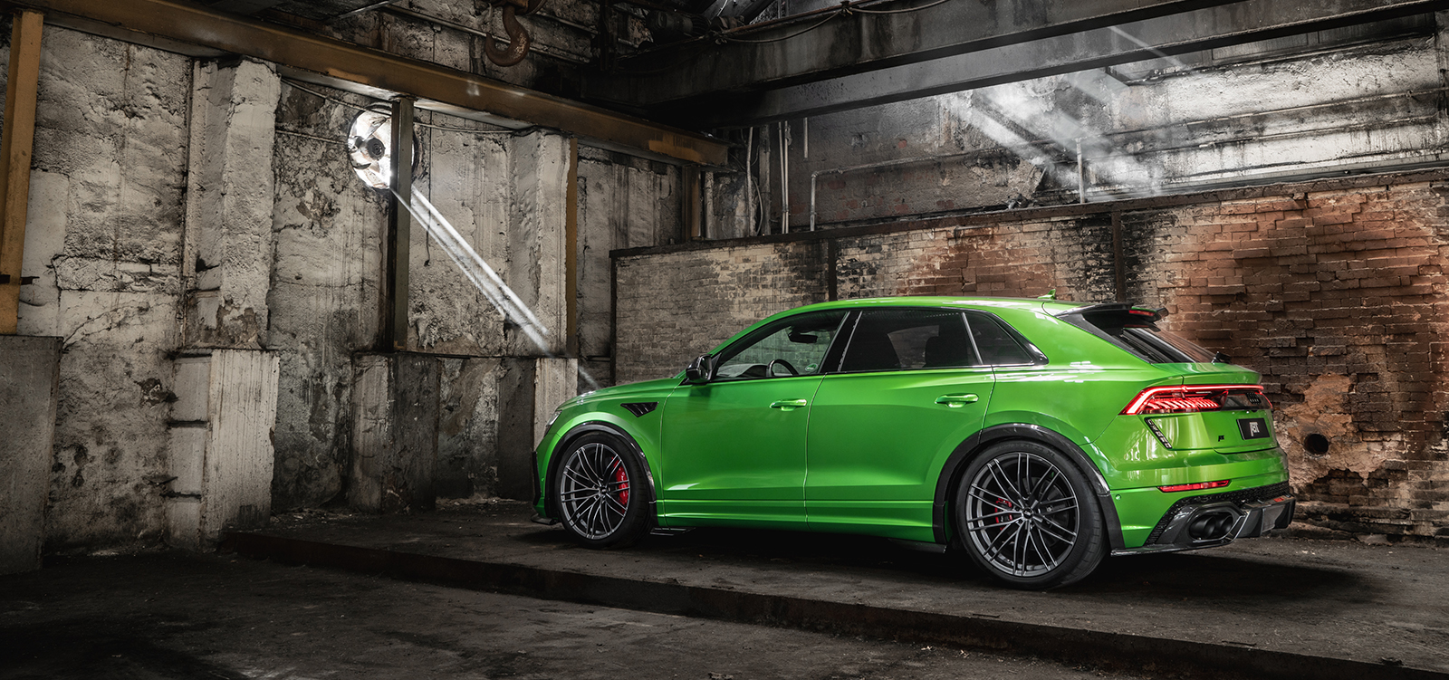 ABT_RSQ8-R_green_HR23_building_side