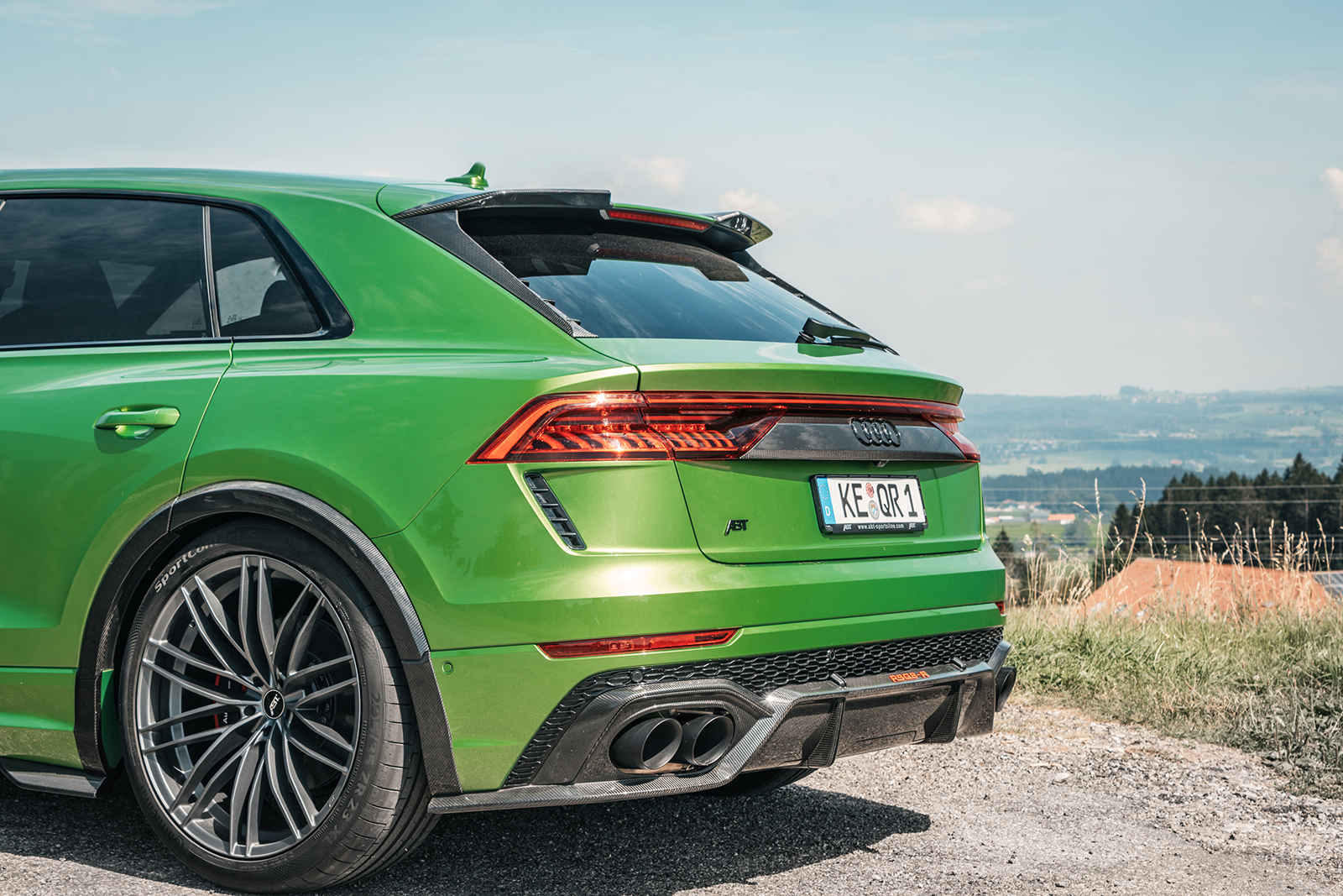 ABT_RSQ8-R_green_HR23_landscape_rear_detail