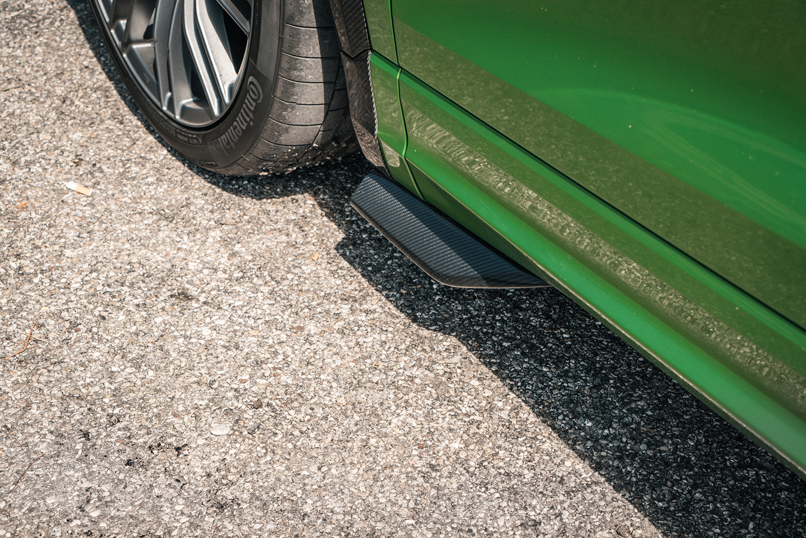 ABT_RSQ8-R_green_HR23_side_skirt_add-ons
