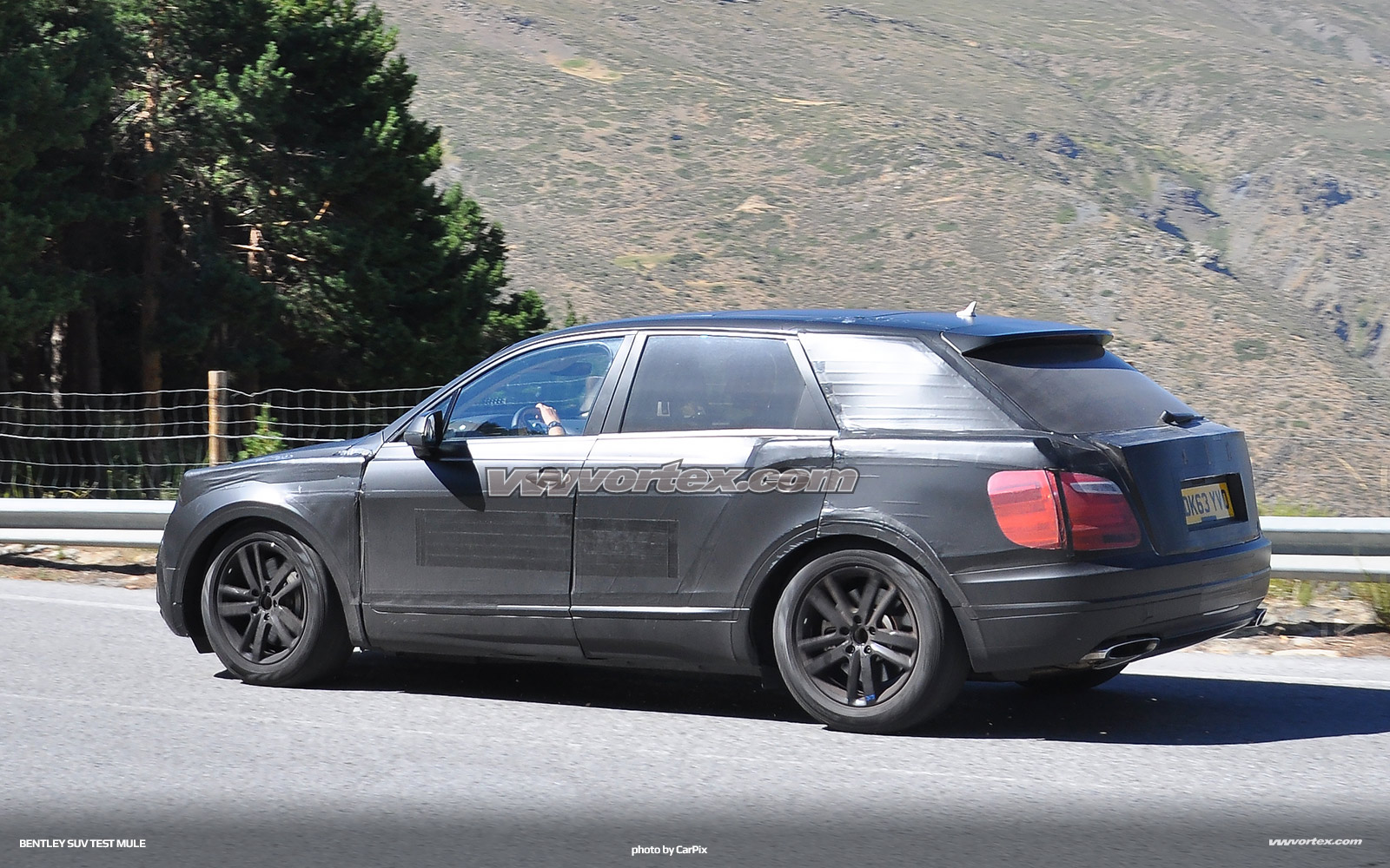 bentley-suv-mule-3-367