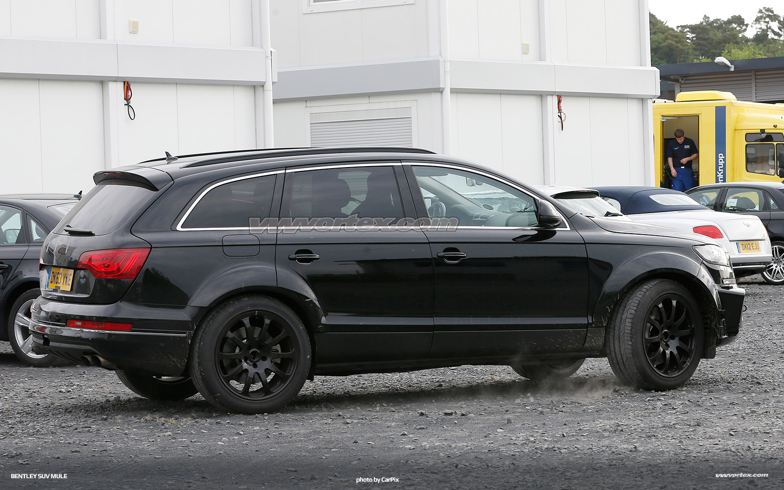 bentley-suv-mule-spy-photos-366