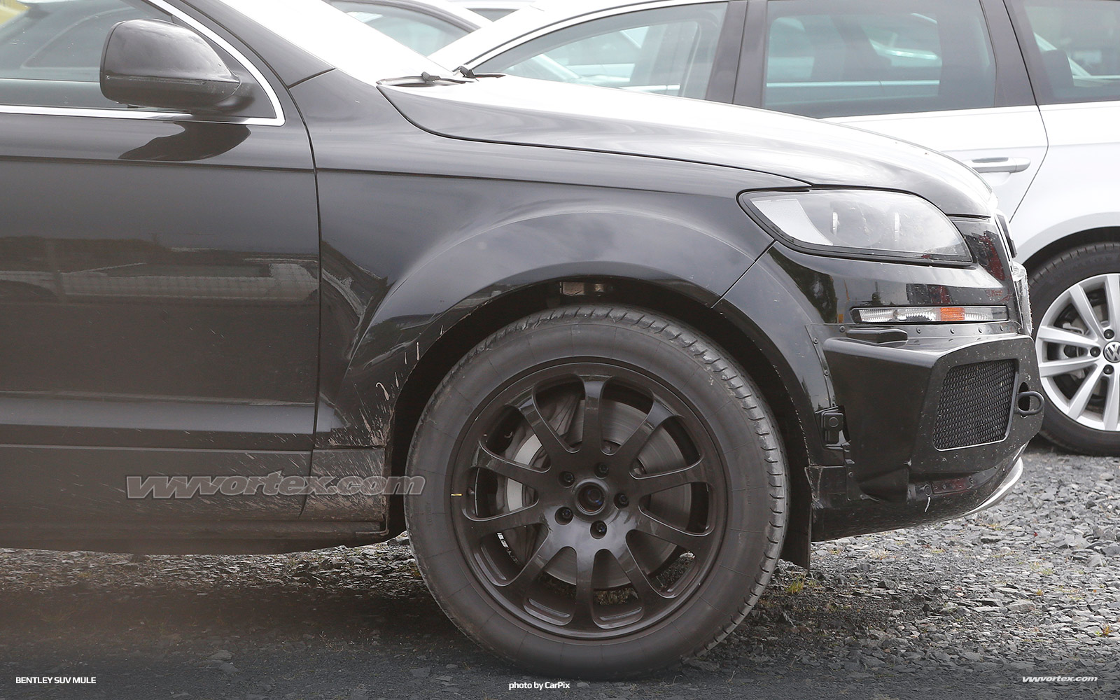 bentley-suv-mule-spy-photos-369