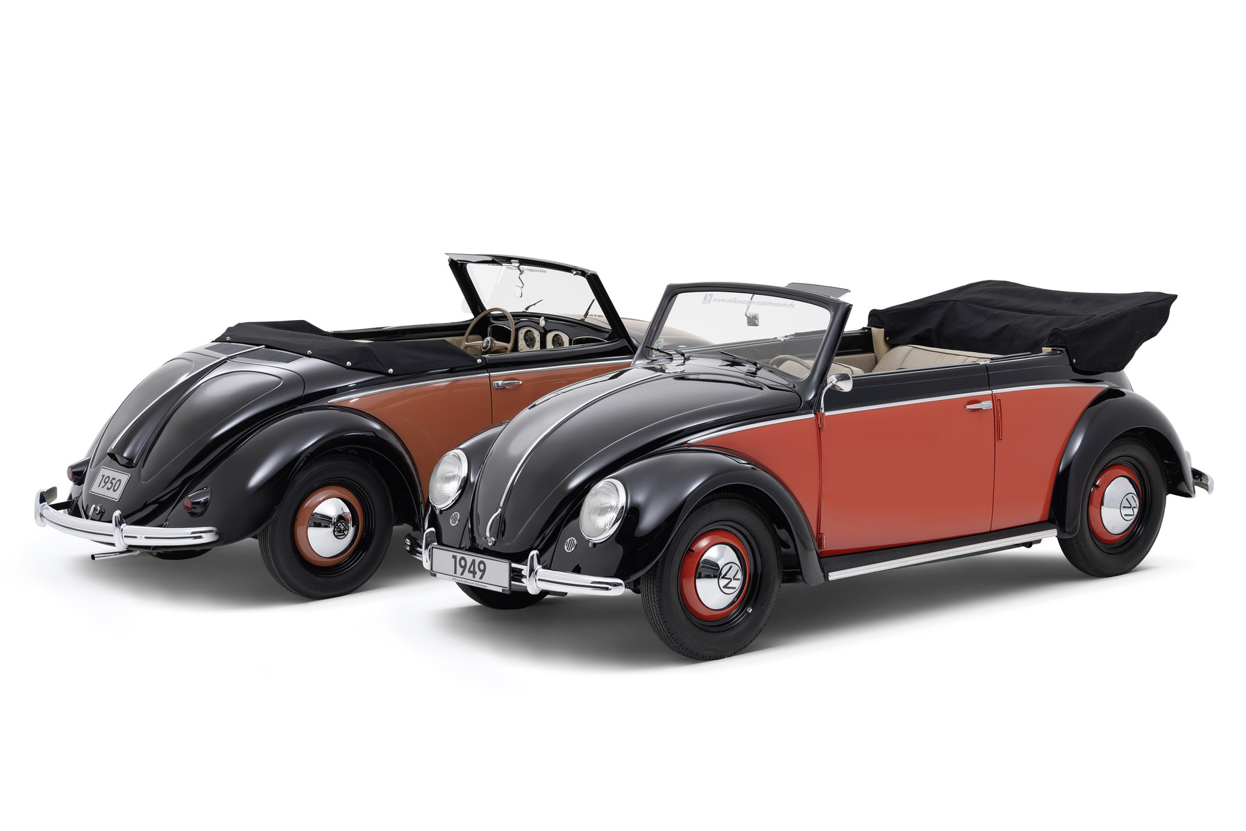 70 years of production of the Beetle Cabriolet: Volkswagen 1100 Hebmüller Cabriolet (left) and Volkswagen 1100 Karmann Cabriolet