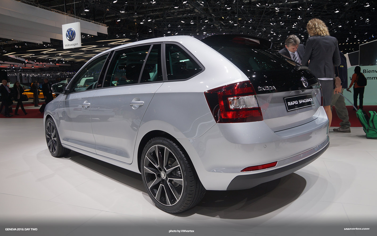 2017-Audi-A4-00006