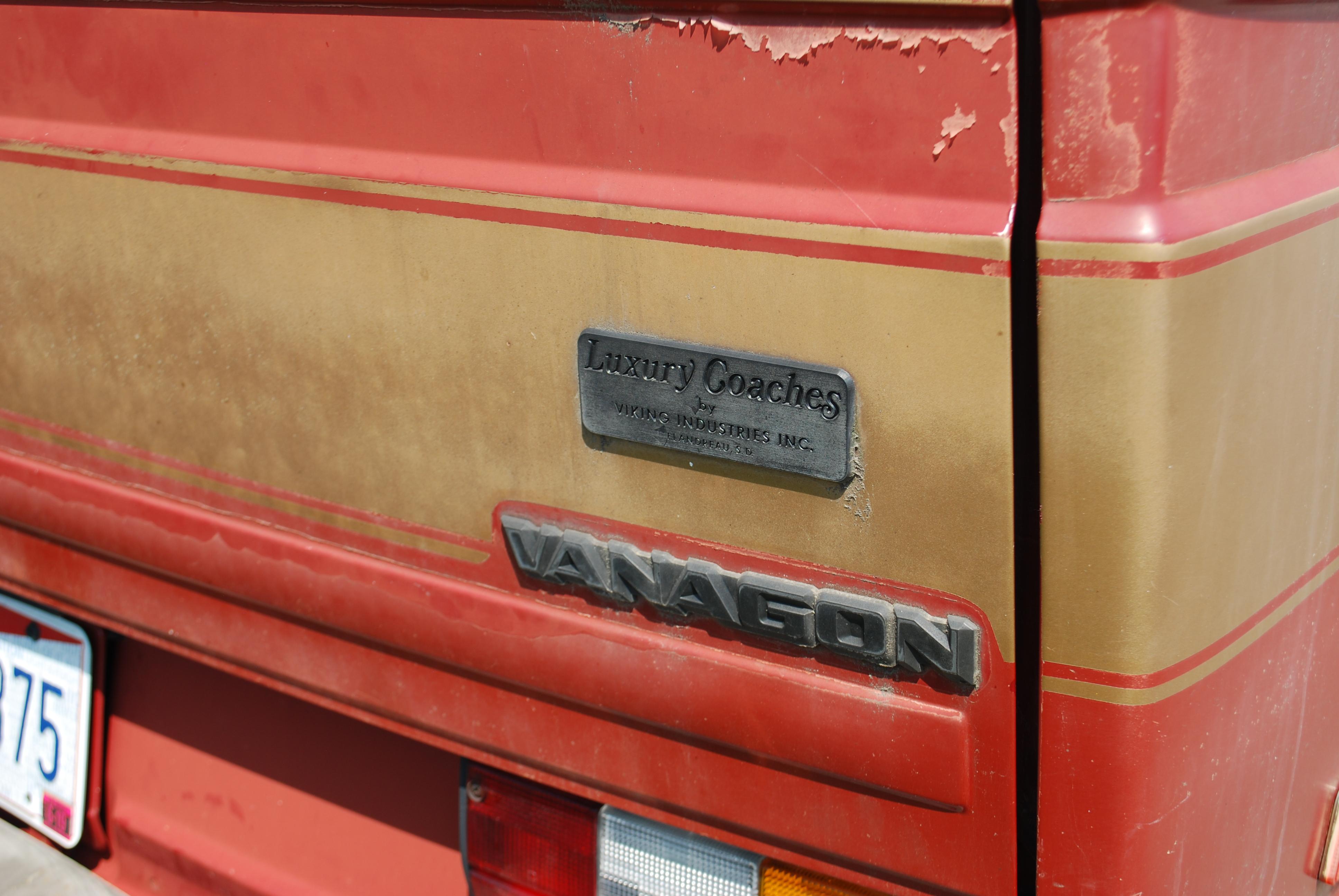 McLaren570SvsAudiR8V10Plus Comparison00002 600x300 photo