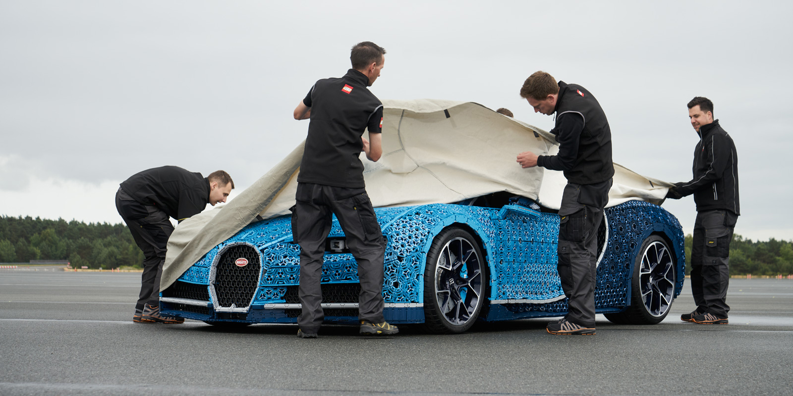 This Lego Technic Bugatti Chiron Actually Drives