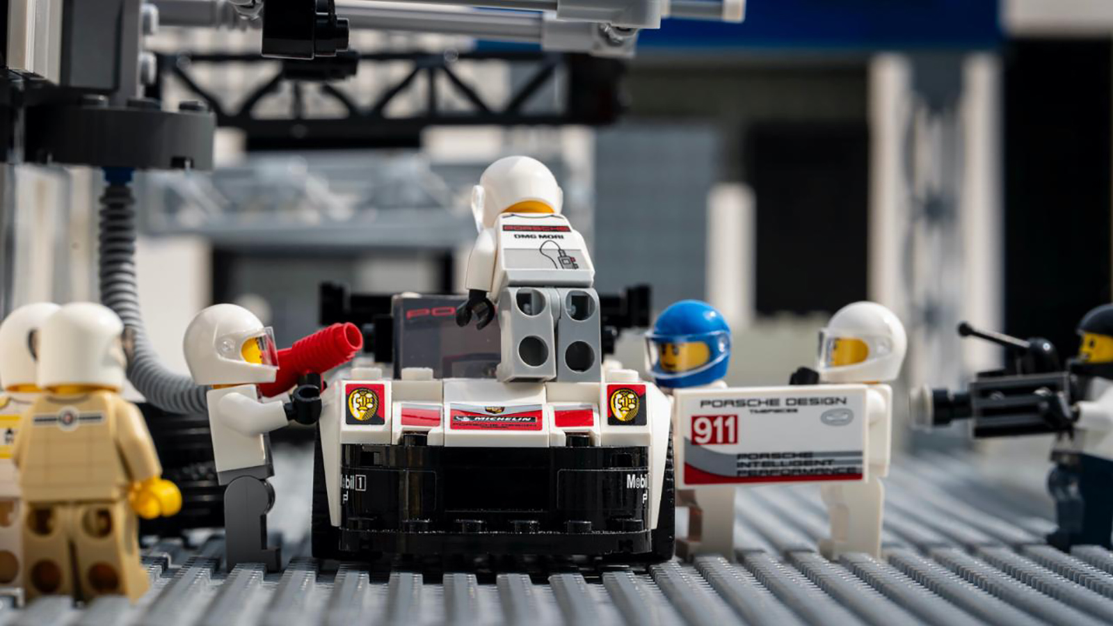 low_911_rsr_in_the_pits_recreation_with_lego_by_dominic_fraser_2020_porsche_ag