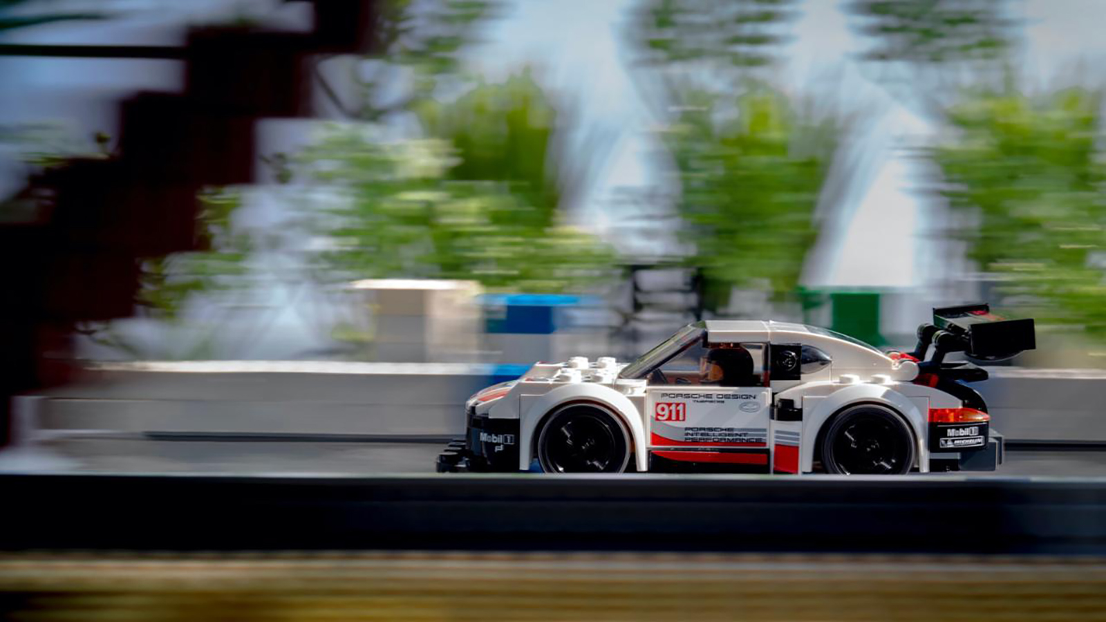 low_911_rsr_recreation_with_lego_by_dominic_fraser_2020_porsche_ag