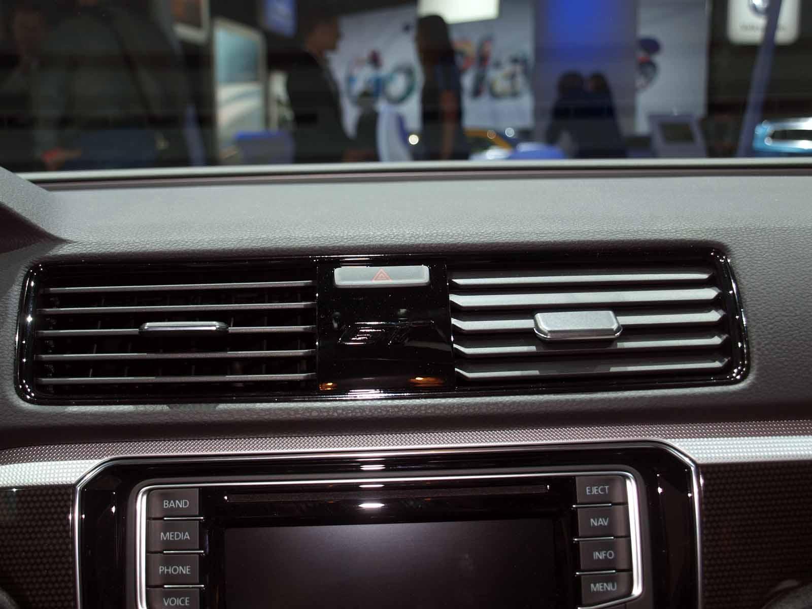 2017 Audi A4 vs 2017 BMW 330i 004 JY 600x300 photo