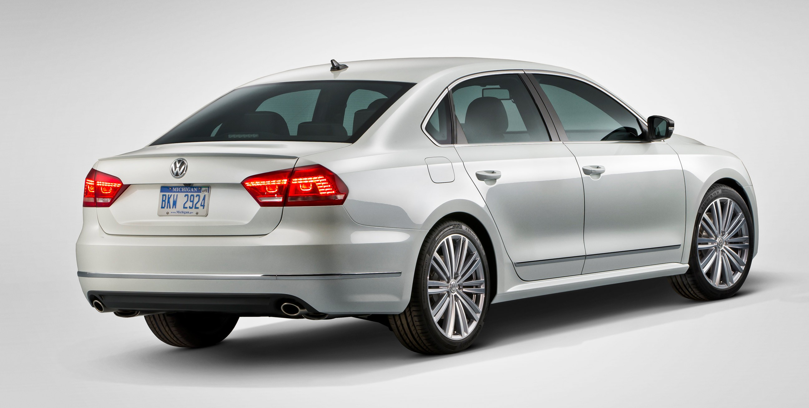 passat performance concept rear e1357855697830 960x484