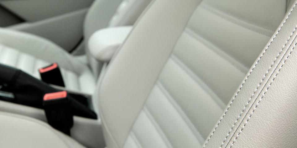 Passat_Interior_Driver_Seat_Detail