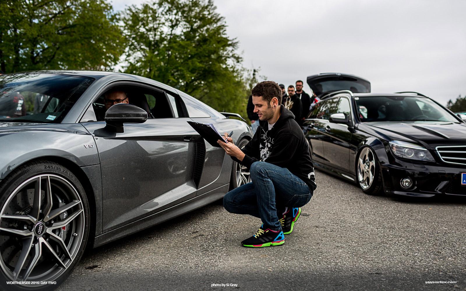Audi-Q7-tablet-2015-497
