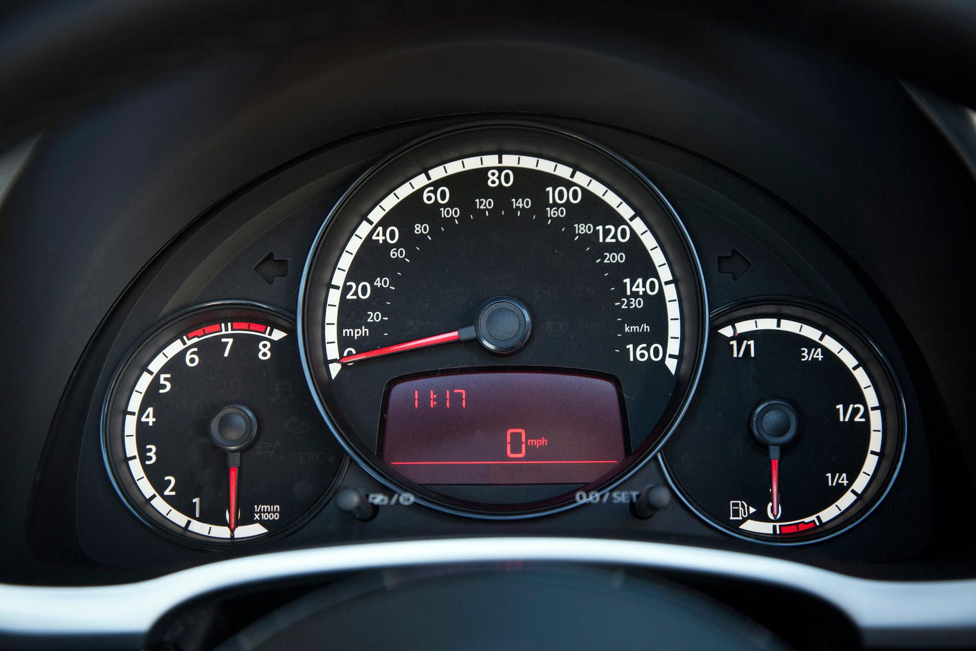 volkswagen-beetle-convertible-066