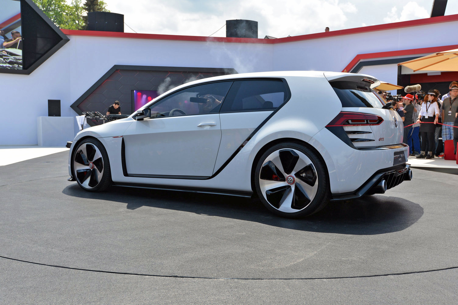 volkswagen-design-vision-gti-worthersee-021
