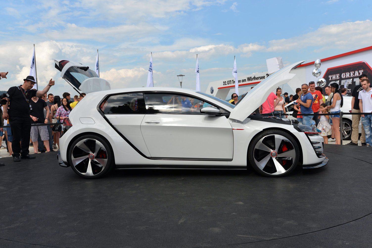volkswagen-design-vision-gti-worthersee-076