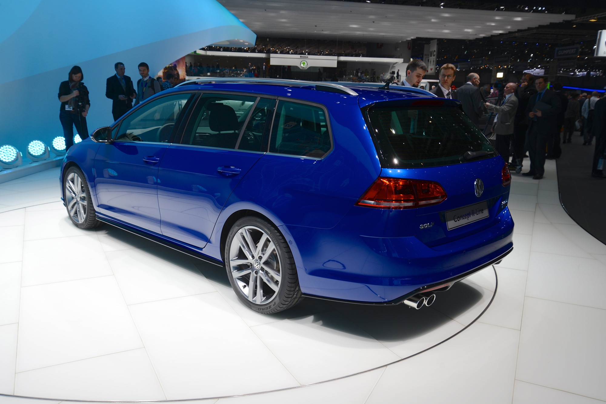 FormaCar: Volkswagen Golf Alltrack spied testing