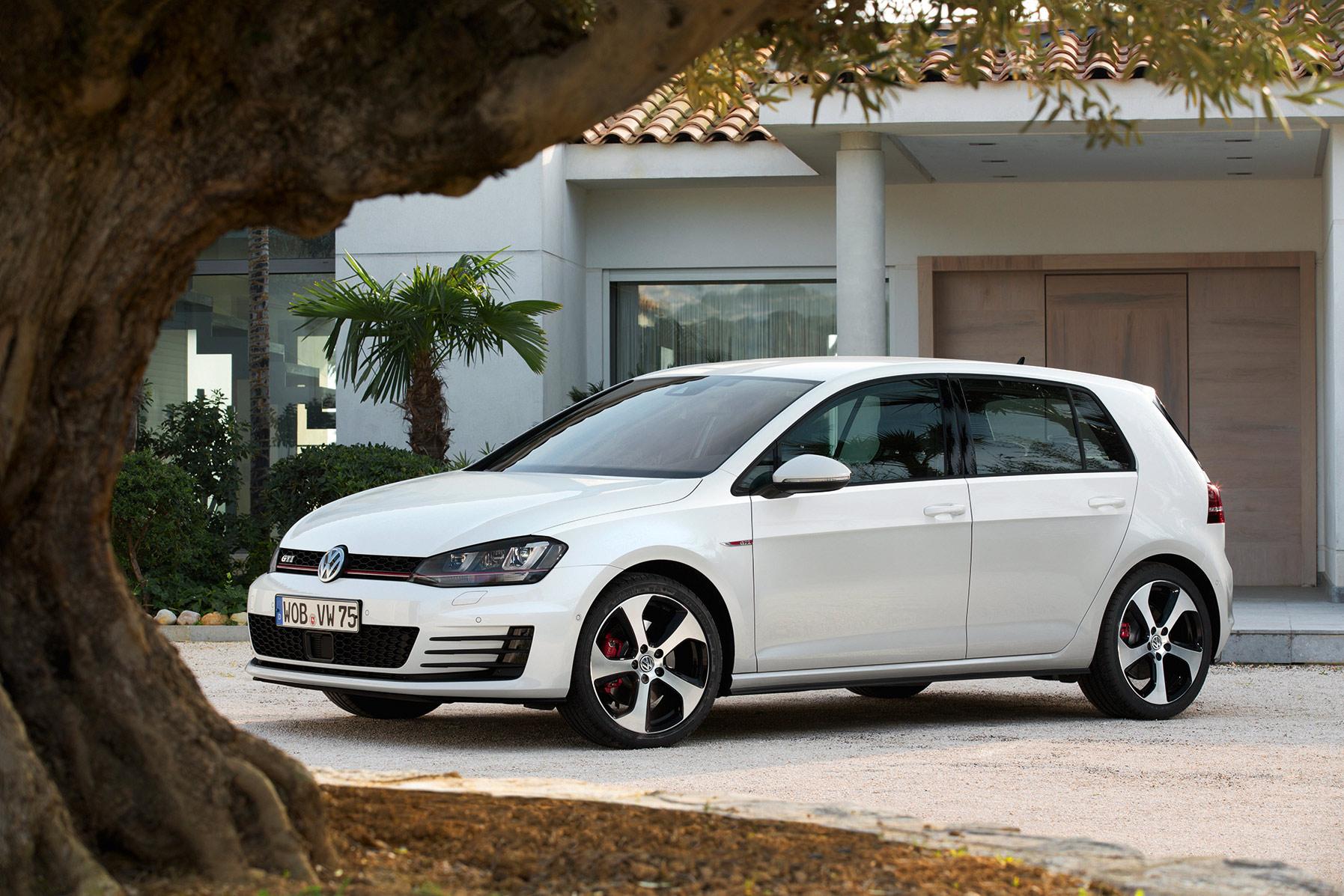 Audi Sales Event >> New Audi Q7 in Florett Silver Metallic at Audi Forum ...