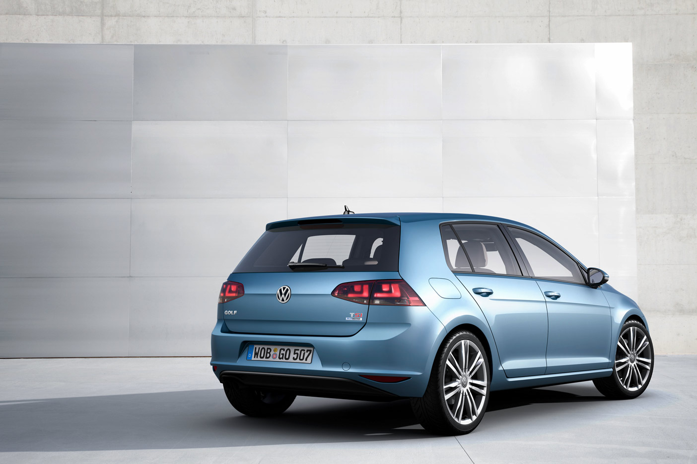 volkswagen-golf-7-rear-2