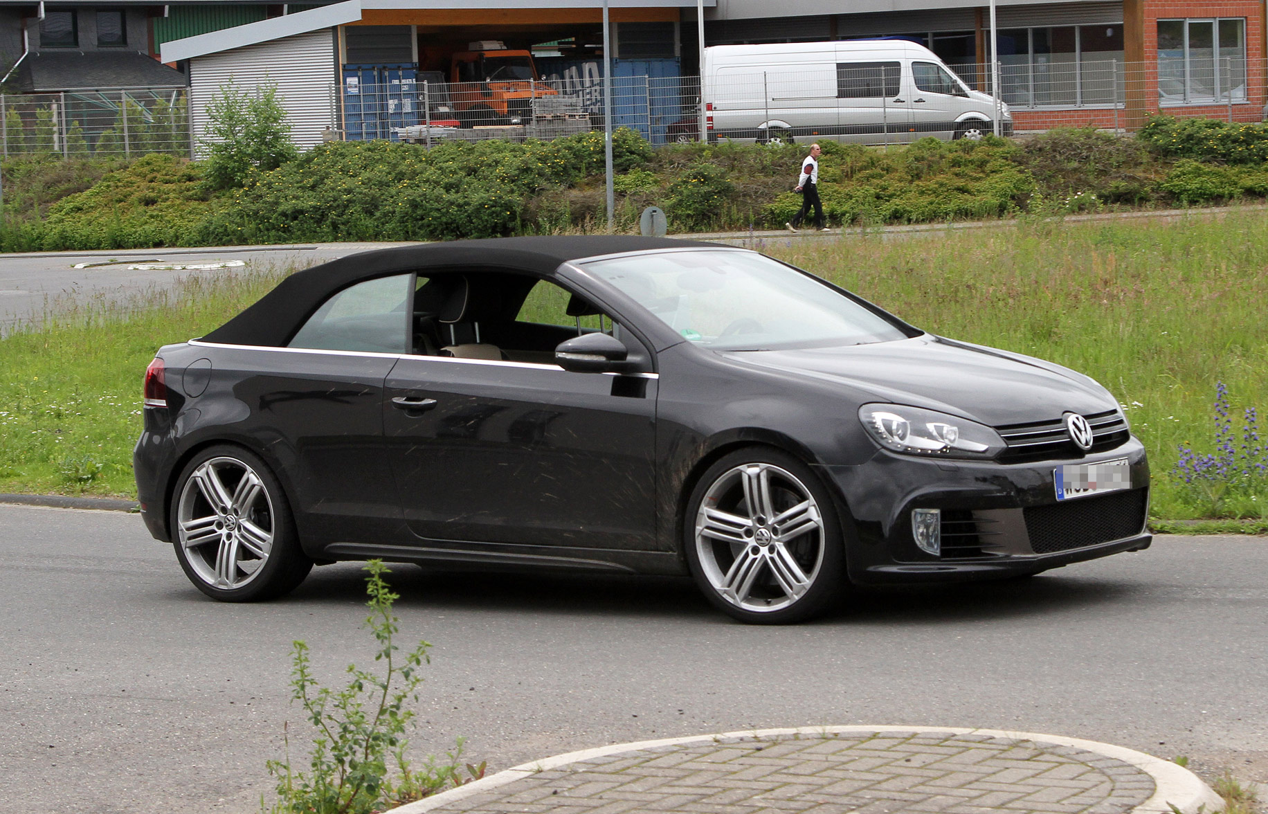 volkswagen-golf-r-cabrio-spy-photo-002