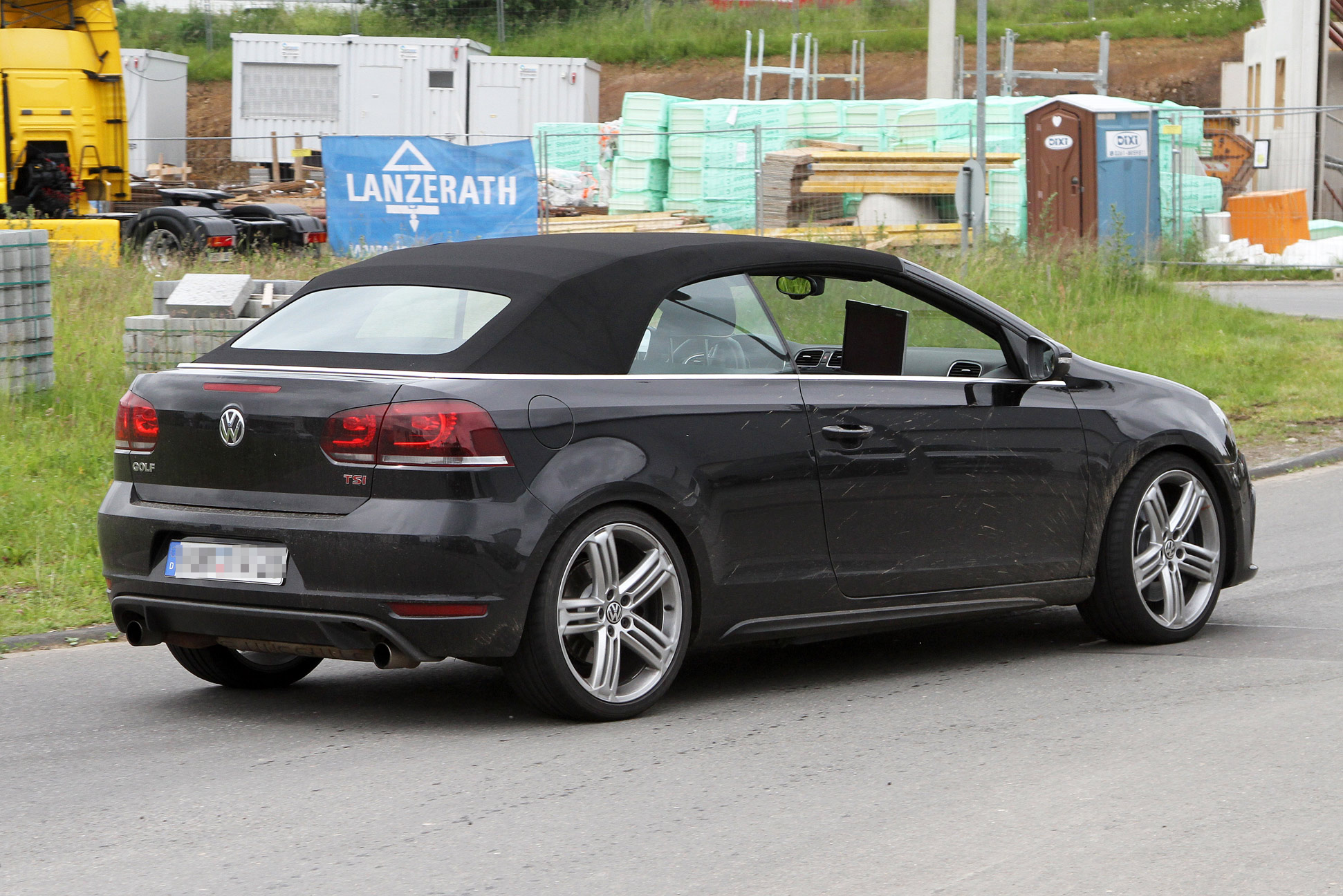volkswagen golf r cabrio spy photo 004 600x400