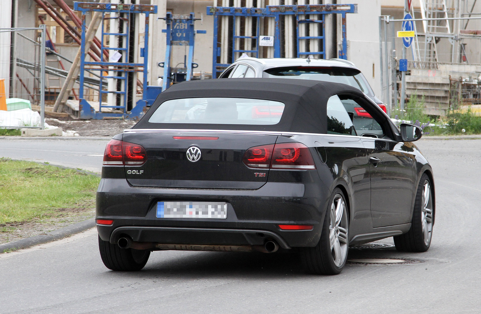 volkswagen-golf-r-cabrio-spy-photo-005