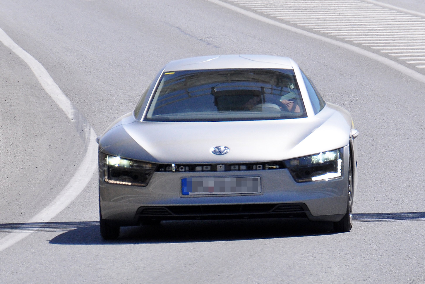 volkswagen-xl1-spy-001