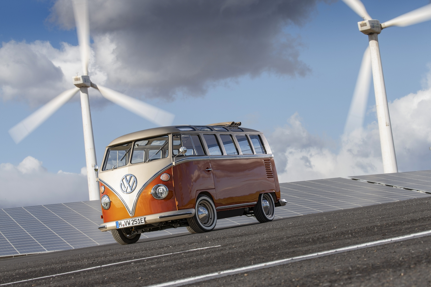 Volkswagen_Commercial_Vehicles_e-BULLI_concept-Small-11169