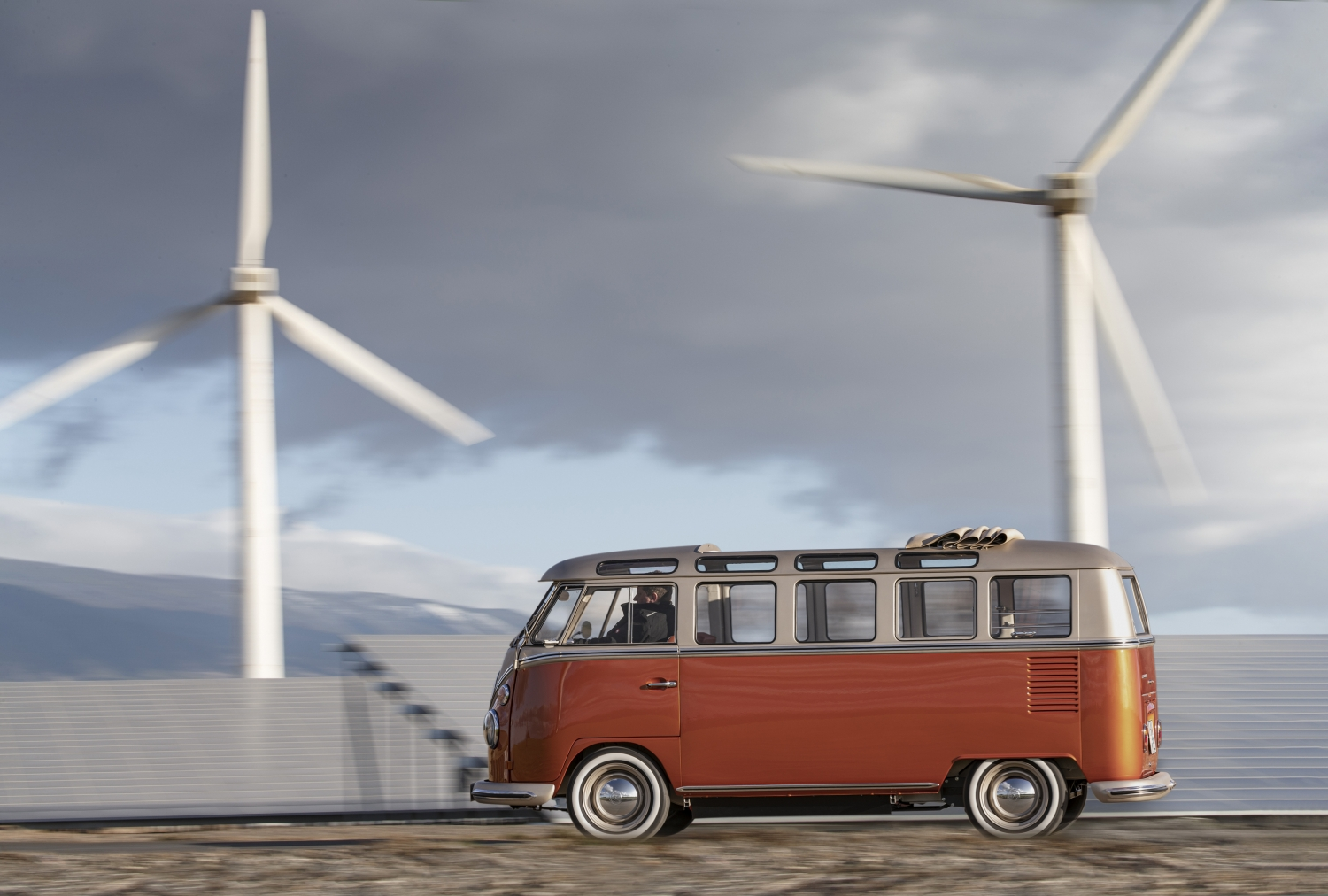 Volkswagen_Commercial_Vehicles_e-BULLI_concept-Small-11171