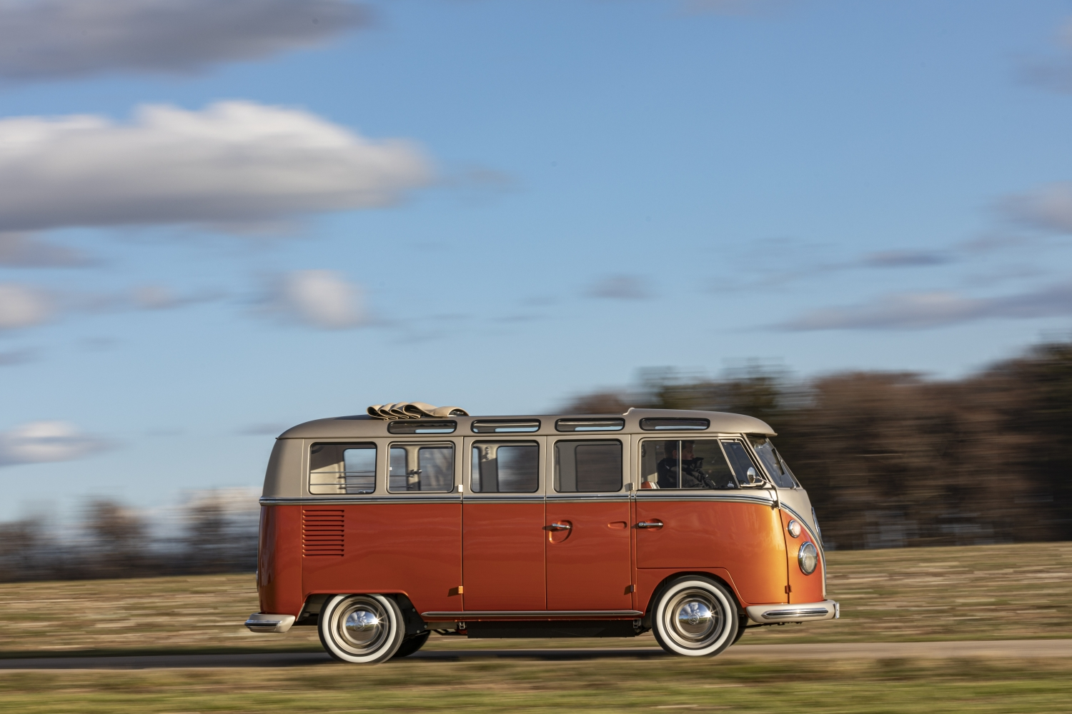 Volkswagen_Commercial_Vehicles_e-BULLI_concept-Small-11174