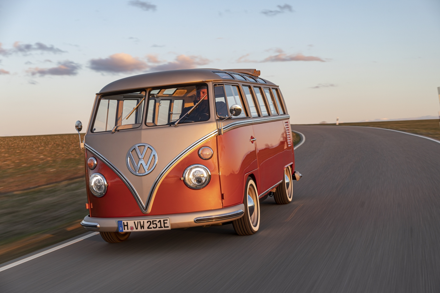 Volkswagen_Commercial_Vehicles_e-BULLI_concept-Small-11179