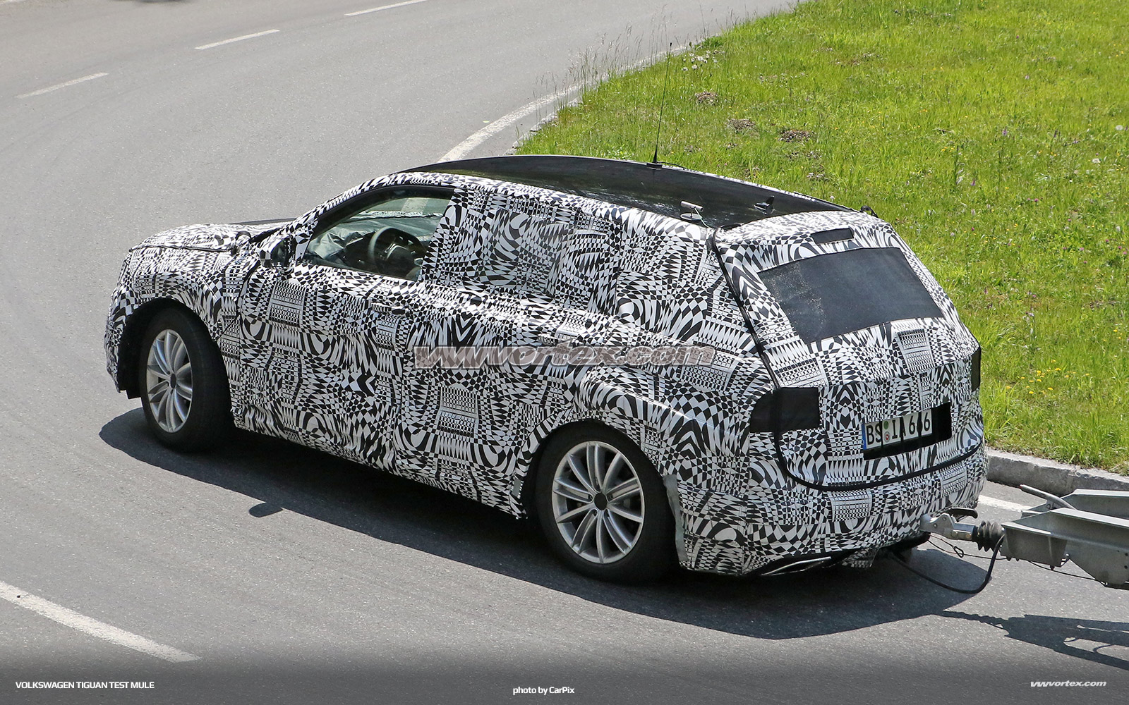 Audi Q2 test mule 4923 600x300 photo